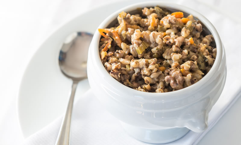 Walnut and baked barley casserole